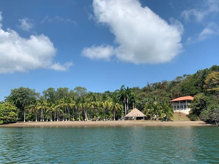 Isla Boca Brava- Villa with private Beach