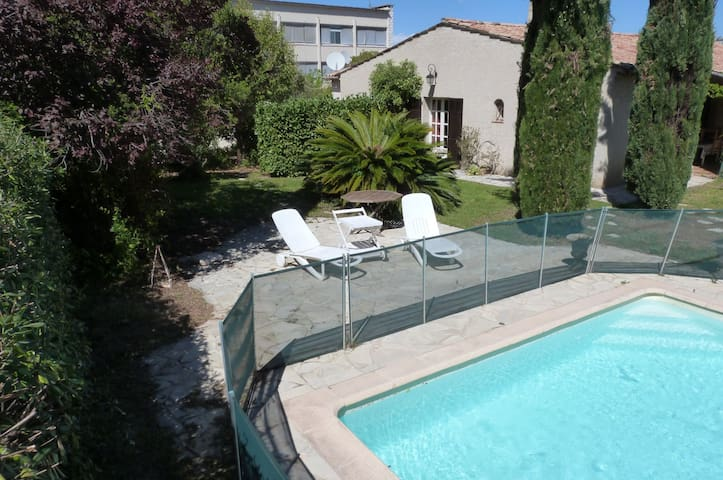 Private apartment in villa+garden&pool:2 rooms 5p - St-Laurent-du-Var - Hus