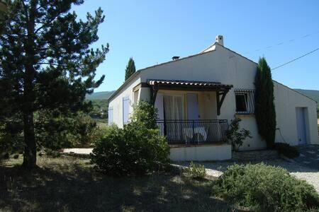 Villa T3 en Haute-Provence - Chateauneuf Val Saint Donat - Отпускное жилье