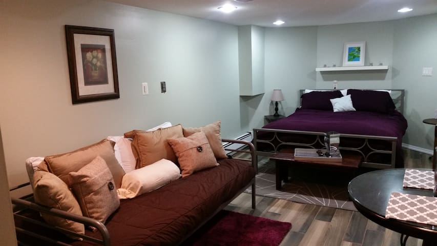 Quiet and convenient. Minutes away from EWR/NYC - Jersey City - Apartamento