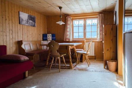Urig, traditionelle Wohnung auf der Sonnenseite - Au - Byt