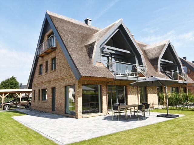 exklusive Reetdach-Villa Ostseefrische nur 7 Minuten bis zum Strand