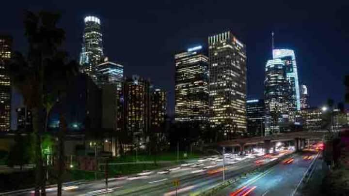 Downtown LA Lux/Modern Apt-Free Parking Pool open