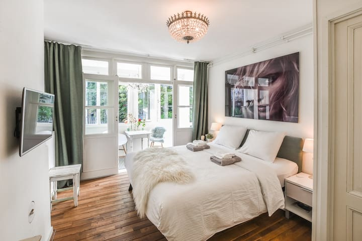 Charming comfortable room next to Vondelpark