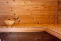 Sasquatch Mt. Hideaway with Sauna & Hot Tub