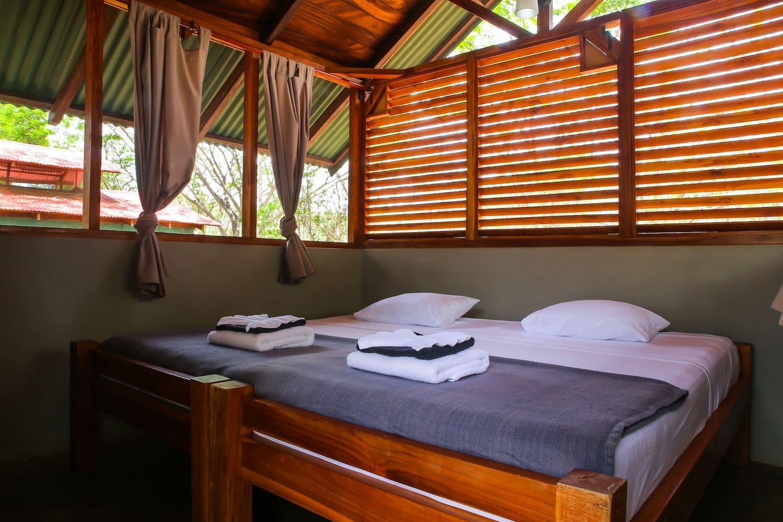 Peace Retreat - Private Cabina 6- Walk to Beach!