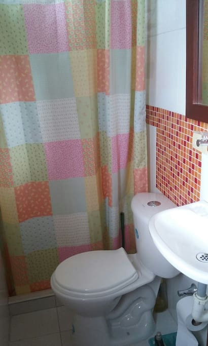 Baño privado con Ducha// Private Bathroom