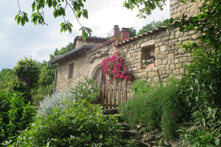 Chambre dans maison en pierres à Chirols - Chirols - Huis