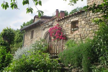 Chambre dans maison en pierres à Chirols - Chirols