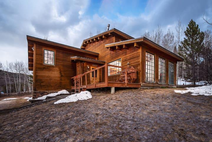 Windigo Lodge - base of Teton Pass!