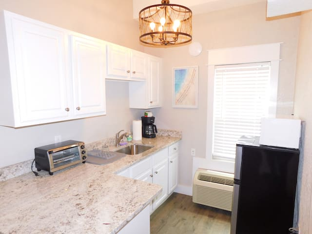 Newly Renovated Condo Across from The Hangout!