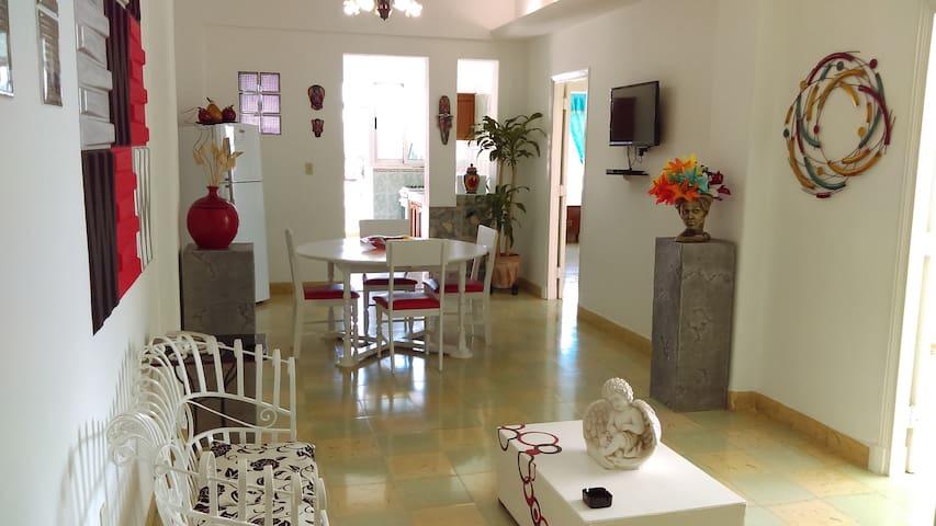 RENTA DE LUJOSO APARTAMENTO EN LA HABANA CUBA