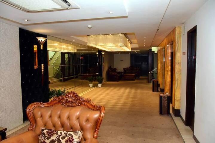 Mango Comfort  Hotel Room Agra