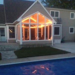 Bluffton Beach House + heated POOL - Maison