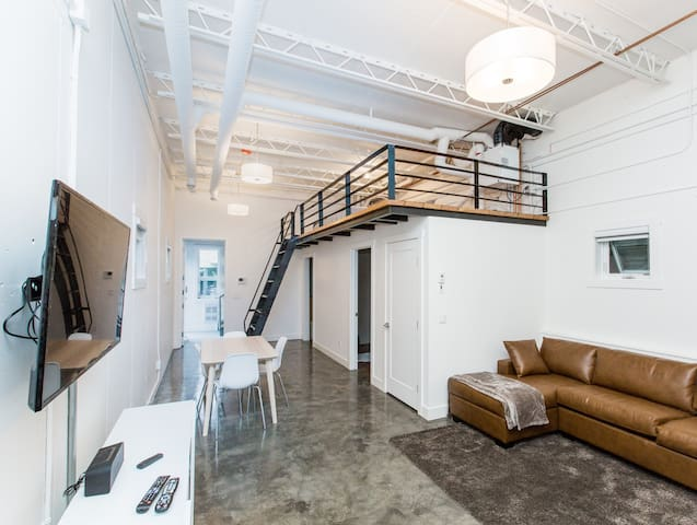 #2 Beautiful Bridgeland Modern LOFT Apartment