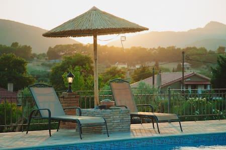 Unique 1-Bdrm Villa with Pool - Trikorfo - Villa