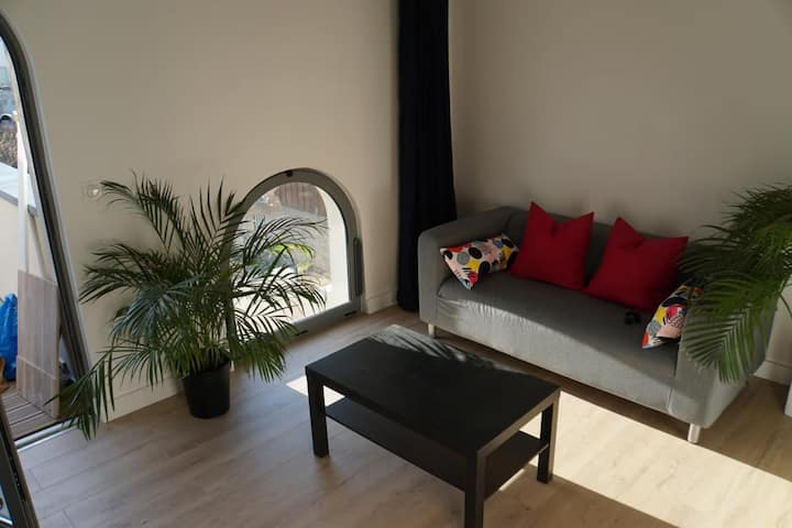 PLEASANT STAY BY THE BEACH IN MAUGUIO-CARNON
