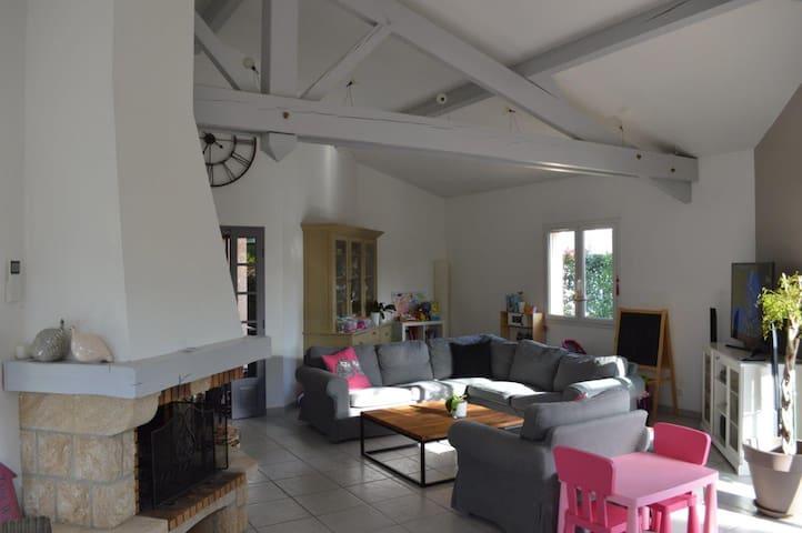 Grande maison avec jardin à 15 minutes de Toulouse - Aussonne - Dům