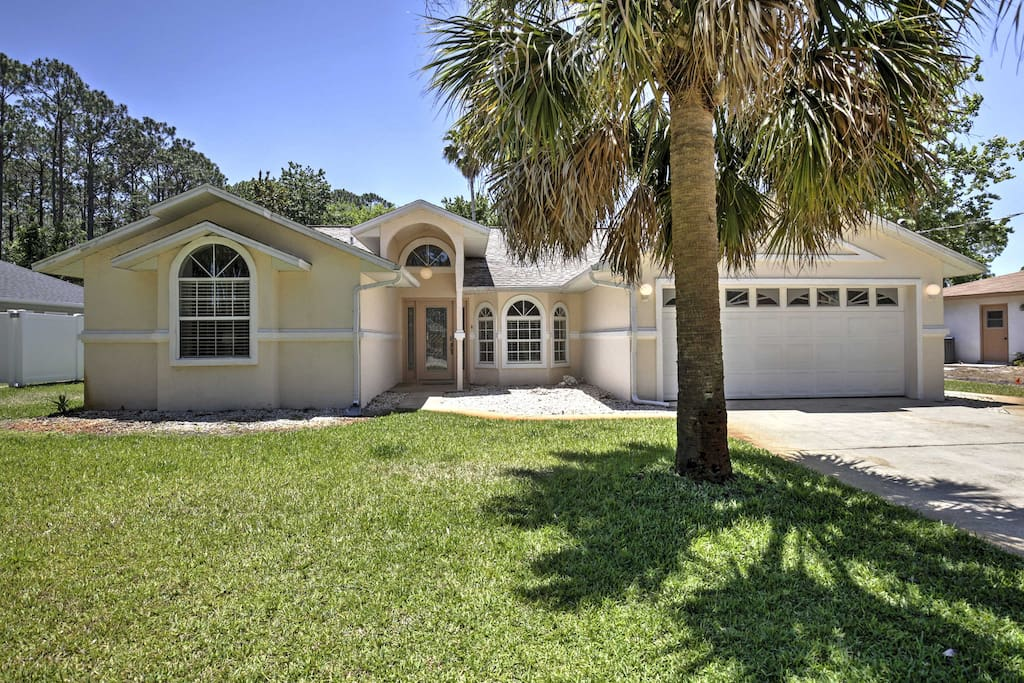 The house is located in a quiet neighborhood near popular attractions like the Daytona International Speedway, historical St. Augustine, and Disney World.