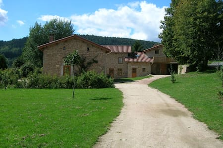 """Gîtes """"La Grange"""" et"""" Les Tilleuls"""" - Les Salles"""