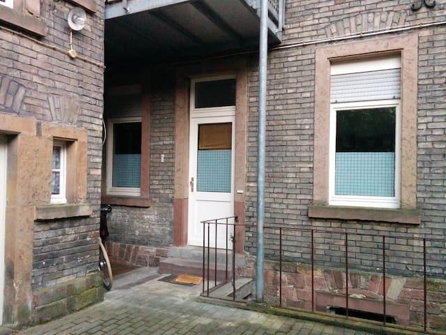 Kleine aber feine 1,5-Zimmerwohnung, sehr zentral - Karlsruhe - Appartement