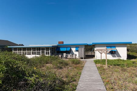 Oceanfront Four Gulls historic relaxation spot