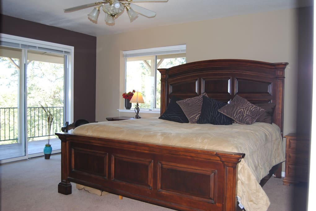This is the room for rent. Master bedroom King size bed.