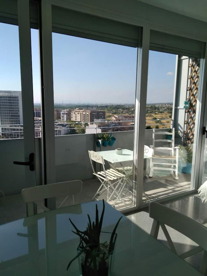 Luxury flat, GREAT views, 20min to Valencia center