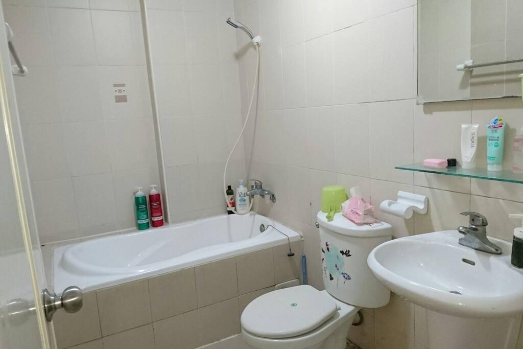 乾淨的浴間
