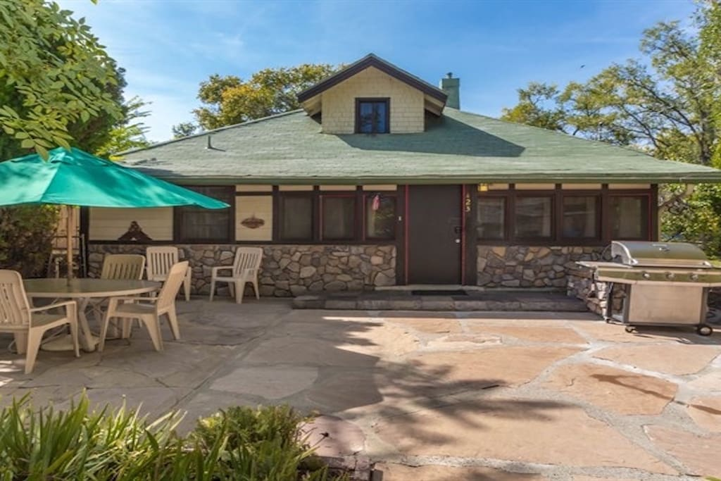 Large Flagstone Patio with Grill and Patio Seating (firepit not shown)