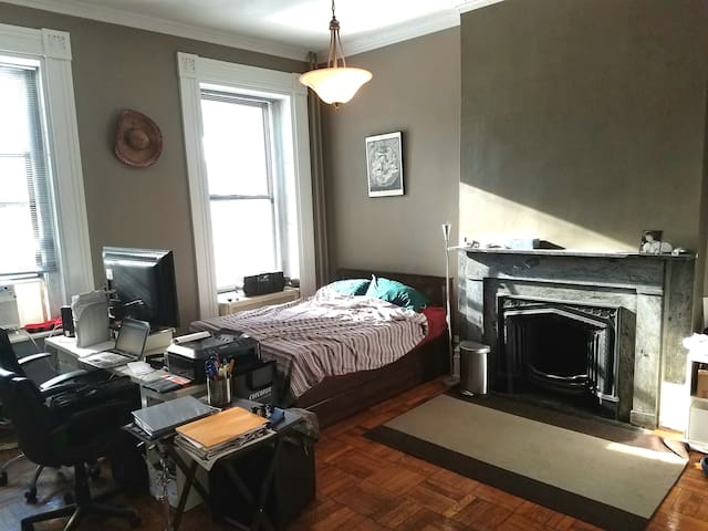 BROOKLYN HEIGHTS Private Studio, 1 stop Manhattan!