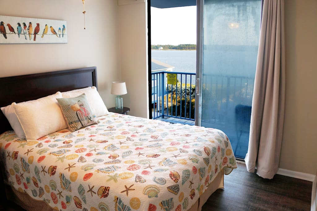 Bedroom with private balcony - Little Lagoon view