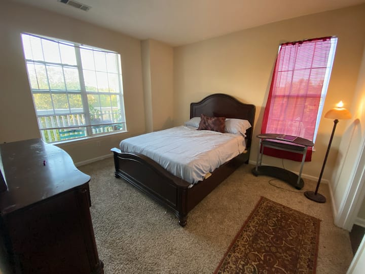 Private Master bedroom with balcony 420 friendly