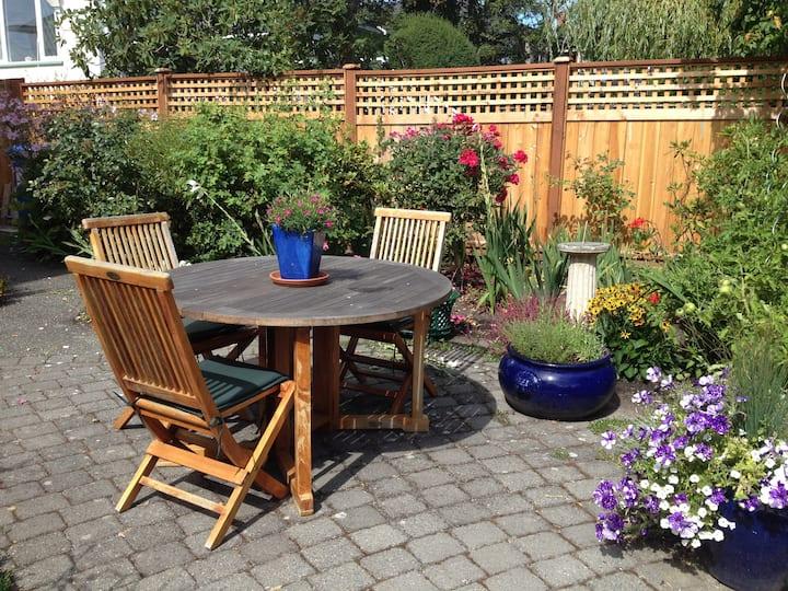 Charming Garden Suite