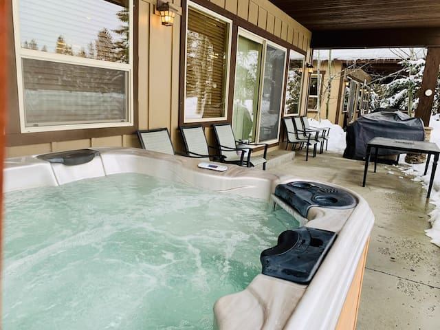 McCall Golf Course, Private Hot Tub, Cable and WiFi