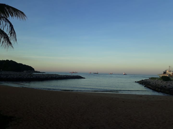 Venha ver o pôr do sol na praia de Imbetiba