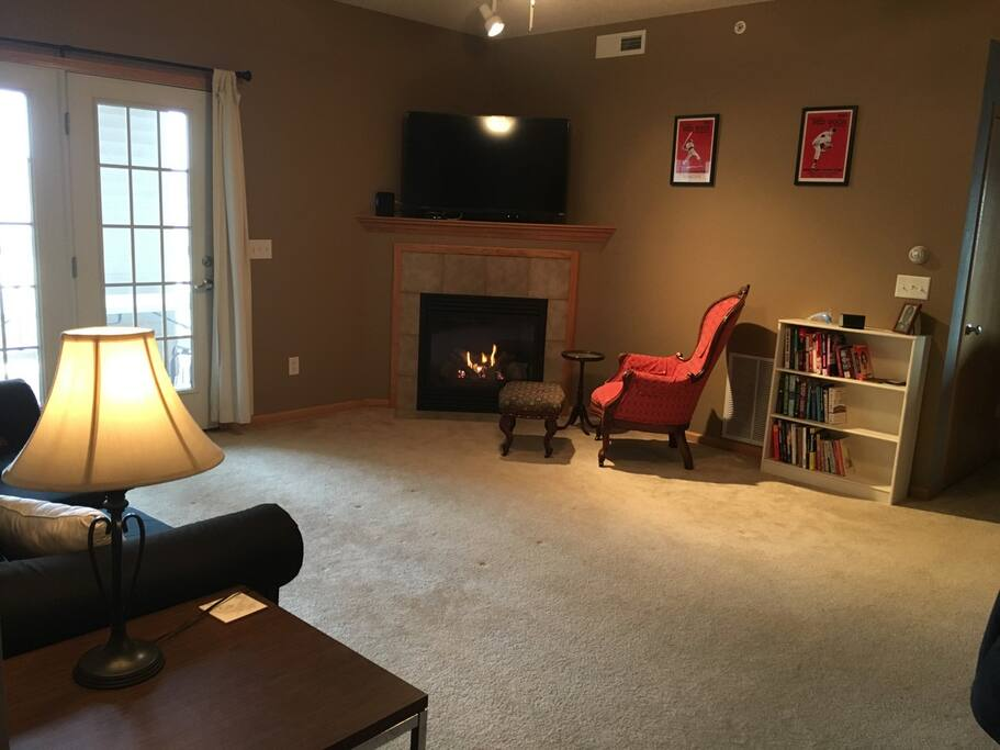 Spacious living room with fireplace and tv w/cable and TIVO.