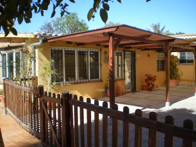 Casita Kenza (casita independiente con piscina) - San Vicente del Raspeig - บ้าน