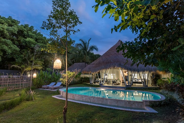 Beachfront Luxury Villa in Lombok