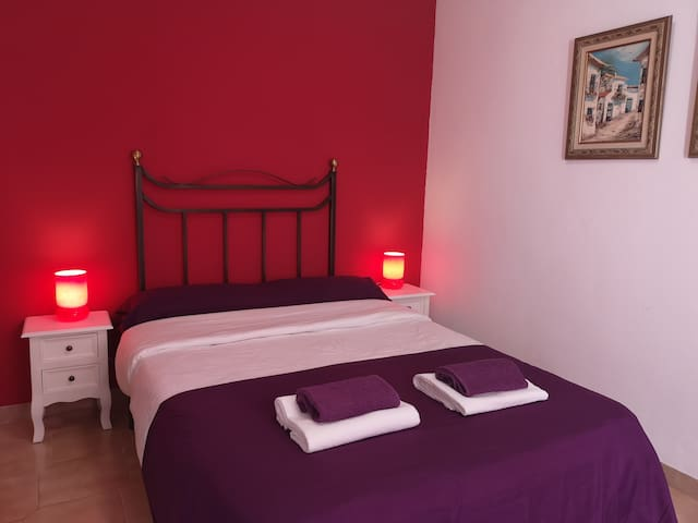Cosy Double Bed in Alicante Center Private Balcony