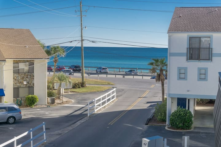 Costa Vista Beach Across St! Views!2Bd 2.5Bth Pool