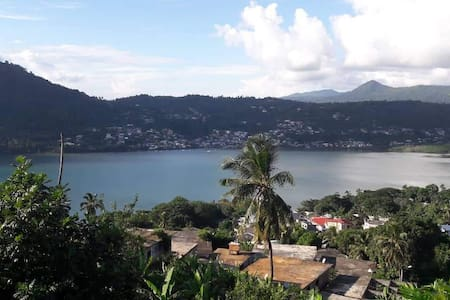 Chambre avec vue  sur la baie de Chiconi !