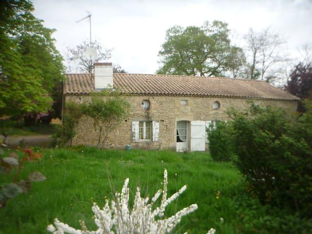 Maison de campagne située dans l'Entre deux mers - Saint-Sève - Ev