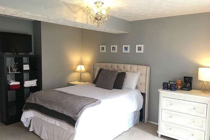 Stylish room with private bath, entrance & patio