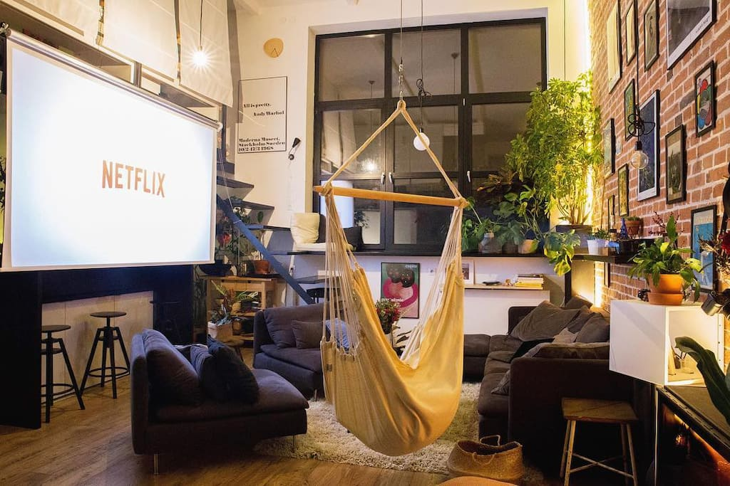 """Home cinema with a 120"""" screen and a fullHD 3D projector"""