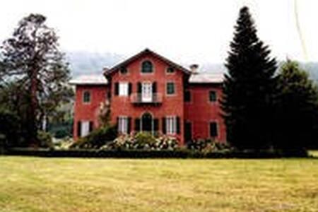 Luminosa ed Indipendente stanza con bagno in Villa - Luserna - Villa