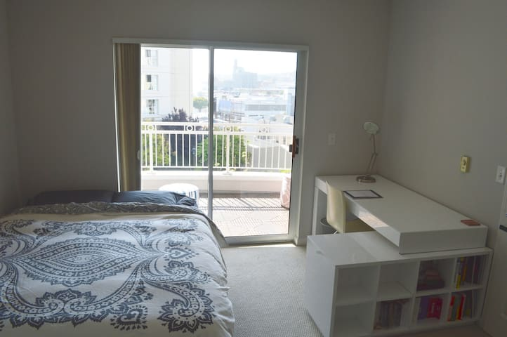 Sunny + Convenient in Heart of SF! - San Francisco - Appartement