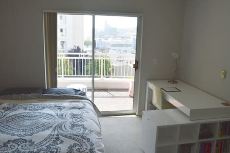 Sunny + Convenient in Heart of SF! - San Francisco