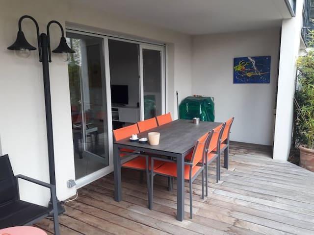 Rez de jardin avec terrasse au calme - Lyon 5.