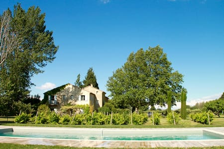 Gîte in charming old farmhouse, Provence Alpilles - Saint-Andiol
